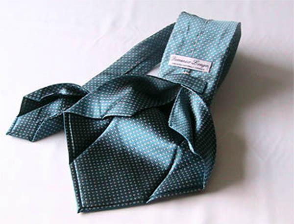 cura della cravatta